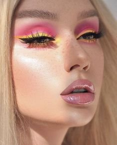eye make-up in yellow and pink Makeup Eye Looks, Creative Makeup Looks, Cute Makeup, Glam Makeup, Pretty Makeup, Skin Makeup, Makeup Inspo, Eyeshadow Makeup, Makeup Inspiration