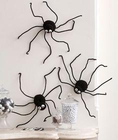 Spiders Climbing Walls Free Crochet Pattern from Red Heart Yarns •✿•  Teresa Restegui http://www.pinterest.com/teretegui/ •✿•