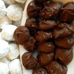 Passed on through the generations, this recipe for the famous Frango(R) mints makes a perfect holiday or hostess gift. Mint Recipes, Candy Recipes, Copycat Recipes, Dessert Recipes, Just Desserts, Delicious Desserts, Homemade Candies, Eat Dessert First, Desserts