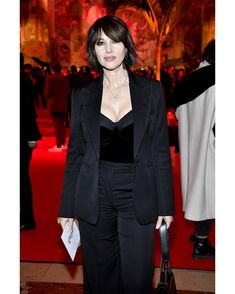 Monica Bellucci, exudes elegance in all black ensemble during Paris Fashion Week Monica Bellucci Young, Monica Bellucci Photo, French Shoes, Christian Louboutin, Dressed To The Nines, Dita Von Teese, Red Sole, Diane Von Furstenberg, All Black