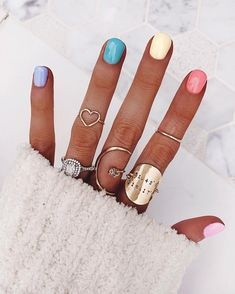 Pretty in Pastel nail colors & designs to try this season - Fab Wedding Dress, Nail art designs, Hair colors , Cakes Spring Nail Trends, Spring Nail Colors, Spring Nails, Ombre Nail Colors, Cute Nail Colors, Bright Colors, Gradient Nails, Rainbow Nails, Holographic Nails