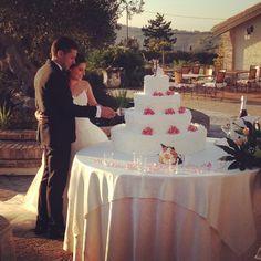 Giuseppe e Ilenia...amore, vita e tanta felicità! Oggi sposi a Villa i Tramonti! #villaitramonti #Giuseppe #Ilenia #oggisposi #vistamare #sole #weddingcake #wedding #amore #vita #instawedding #villapermatrimoni #sole #saludecio #pesaro #rimini