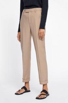 Imagen 2 de PANTALONES ESTILO ELÁSTICO de Zara Zara, Leg Stretching, Models, Business Outfits, Straight Cut, Welt Pocket, Spring Summer Fashion, Khaki Pants, Trousers