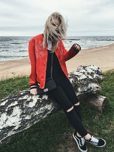 Vans old skool trainers H&M red embroidery bomber jacket outfit / http://club-avenue.blogspot.com