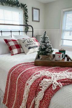 Red Bedroom Decor, Guest Room Decor, Farmhouse Bedroom Decor, Farmhouse Christmas Decor, Apartment Christmas Decorations, Bedroom Ideas, Christmas Bedroom, Christmas Stairs, Cozy Christmas