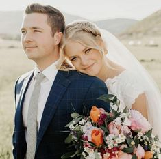 Wedding Picture Poses, Wedding Couple Poses, Beach Wedding Photos, Wedding Photoshoot, Outdoor Wedding Pictures, Wedding Ideas, Wedding Details, Bridal Pictures, Photo Ideas For Wedding