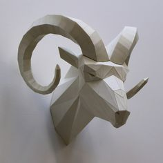 Mythology Inspired Polygonal Animal Sculptures By Paul Cummings http://designwrld.com/animal-sculptures-paul-cummings/