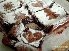 Mandulás brownie, mert a csokit mindenki szereti! Pound Cake, Food, Crack Cake, Essen, Pound Cakes, Meals, Yemek, Eten, Sponge Cake