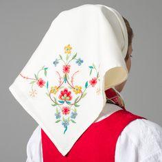Koneskaut til Balsfjordbunaden Tromso, Going Out Of Business, Ethnic Dress, Scarf Hat, Folk Costume, Historical Costume, Traditional Dresses, Norway, Sweden