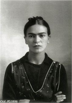 """""""Mi pintura lleva en ella el mensaje del dolor"""" #FridaKahlo"""