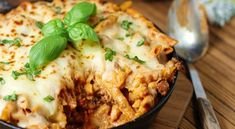 Chad A Elick- 25 minute skillet baked ziti Pasta Recipes, Dinner Recipes, Cooking Recipes, Healthy Recipes, One Pot Meals, Main Meals, Italian Dishes, Italian Recipes, Pasta Dishes