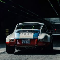 Baby got back! #mondaygoals #porsche #911 #classicporsche #inspiration #whip #supercars #supereight #wearesupereight #porsche911