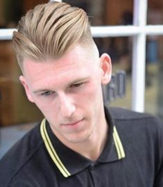 Slicked back undercut is an amazing 2019 haircut that combines short tapered or faded sides with some brushed back strands on the crown. Cool Hairstyles For Men, Cool Haircuts, Haircuts For Men, Choppy Bangs, Blonde Bangs, Undercut Styles, Undercut Hairstyles, Slick Back Undercut, V Shaped Haircut