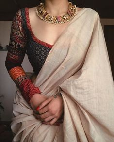 Dress Indian Style, Indian Fashion Dresses, Indian Designer Outfits, Saree Wearing Styles, Saree Styles, Sari Blouse Designs, Stylish Blouse Design, Indian Bridal Outfits, Saree Trends