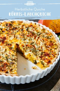 Just in time for autumn, these colorful quiches are ideal for leeks and pumpkins thanks to the spices. The simple preparation makes this quiche a favorite for a cozy dinner in the evening. Vegan Breakfast Recipes, Brunch Recipes, Fall Recipes, Quiches, Pumpkin Quiche, Leek Quiche, Vegetable Quiche, Pork Chop Recipes, Smoothie Recipes