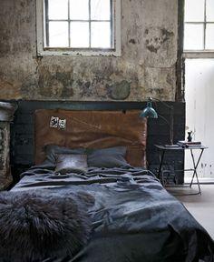 Met leer in warme bruintinten haal je het Wilde Westen in huis: stoer en ongepolijst.