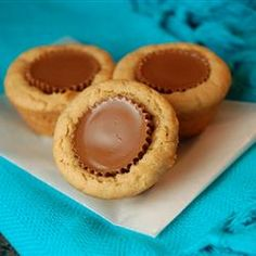 Peanut Butter Cup Cookies-alternative to baking from scratch. Use refridgerated chocolate chip cookie dough sqaures, bake for minutes, take out and put peanut butter cup in, bake for another minutes and you have an AMAZING, yummy dessert! Köstliche Desserts, Delicious Desserts, Dessert Recipes, Yummy Food, Xmas Recipes, Delicious Cookies, Sweet Recipes, Holiday Baking, Christmas Baking