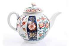 LOT 67 18th century Worcester Queens pattern teapot and cover with Imari palette mon and floral decorati
