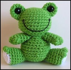 Looks like sc through both loops? Or possibly hdc? Could be amigurumi or larger. Crochet Frog, Crochet Animal Amigurumi, Cute Crochet, Amigurumi Patterns, Crochet Dolls, Crochet Yarn, Crotchet Animals, Weaving Loom Diy, Frog Crafts