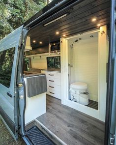 When you have a camper van, everything you need for a great trip is inside it. - Camper Vans - Welcome Haar Design Camper Van Life, Bus Camper, Sprinter Camper, Diy Van Camper, Camper Van Shower, Astuces Camping-car, Converted Vans, Camper Van Conversion Diy, Sprinter Van Conversion