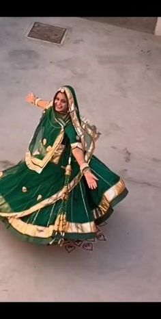 Wedding Dance Video, Indian Wedding Video, Bridal Hairstyle Indian Wedding, Indian Wedding Outfits, Indian Outfits, Flower Jewellery For Mehndi, Wedding Jewellery Designs, Indian Fashion Dresses, Dress Indian Style