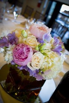 Spring and summer wedding colors for your centerpiece