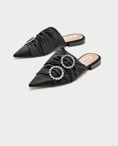 Olivia Palermo, Fall Winter Shoes, Slingback Mules, Fashion Flats, Shoe Collection, Chic Outfits, Shoe Boots, Slippers, Footwear