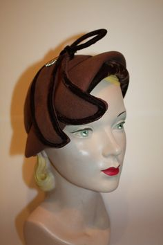 pretty 1940's hat--hope this will do for Ascot!