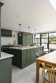 25 Small Kitchen Decor Ideas On A Budget To Maximize Existing The Green Kitchen Cabinets, Kitchen Cabinet Colors, Kitchen Units, Green Kitchen Island, Kitchen Ideas Color, Kitchen Doors, Dark Cabinets, Kitchen Trends, Home Decor Kitchen