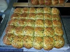 Homemade Garlic Bread from Chef Video Easy Casserole Recipes, Pizza Recipes, Bread Recipes, Baking Recipes, Bubble Bread, Homemade Garlic Bread, Bread Starter, Party Finger Foods, Snacks Party