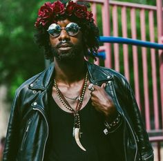 Flower crowns for men, now a thing // The Most Inspiring Street Style Inspiration From Brooklyn's Afropunk Festival: (http://www.racked.com/2015/8/24/9197107/afropunk-style?utm_content=buffer51bda&utm_medium=social&utm_source=pinterest&utm_campaign=racked#4815922)