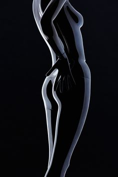 Sophisticated Styles 11 diva-like postes inspired by international show stages and Oscar-winning films. Suitable for Haute Couture just as well as for Young Fashion  | Silhouette Collection | Women | GENESIS MANNEQUINS