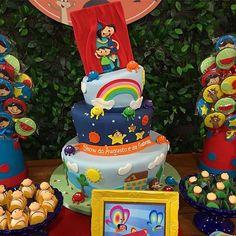 Festa linda no @viladaarte com bolo e doces decorados no tema Show da Luna para os aniversariantes ...