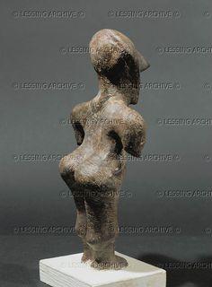 Neolithic female figurine, terracotta, from Fafos I site, Kosovska Mitrovica, Kosovo. Vinca Culture, Neolithic (5th millenium BCE) Opstinski Museum, Kosovska Mitrovica