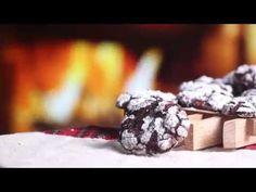 Čokoládové sušenky s mandlovou příchutí a kousky čokolády + Videorecept | Čarujeme