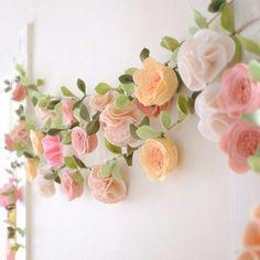 Felt decor Big Girl Bedrooms, Little Girl Rooms, Girls Bedroom, Fairy Bedroom, Bedroom Ideas, Felt Flowers, Fabric Flowers, Paper Flowers, Diy Flowers