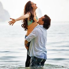 Shraddha turns scuba diving trainer to Tiger Shroff