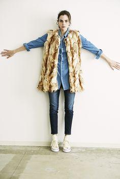 8 vest ¥39,000 shirts ¥16,000 denim ¥18,000 shoes ¥5,300
