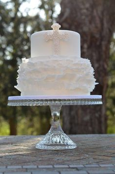 Beautiful Cake Pictures: Dainty First Communion Cake - Baptism Cakes & Cupcakes, Themed Cakes - Communion Solennelle, First Holy Communion Cake, Communion Dresses, Fondant Ruffles, Fondant Cakes, Cupcake Cakes, Beautiful Cake Pictures, Beautiful Cakes, Bautizo Cakes