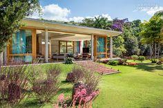 Estrutura de concreto abriga cozinha supercolorida em casa de campo - Casa *LOVE THIS HOUSE!*