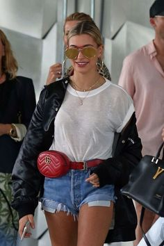 Hailey Baldwin in Jeans Shorts Leaving her hotel in Miami Womens Fashion Online, Latest Fashion For Women, Casual Outfits, Cute Outfits, Fashion Outfits, Hailey Baldwin Style, Moda Outfits, Look Street Style, Fashion Week
