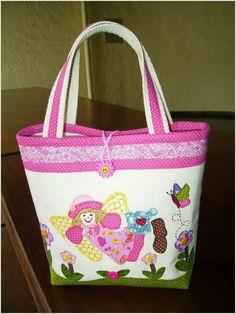 Сумки печворк из лоскутков. Patchwork Bags http://www.handmadiya.com/2012/11/blog-post_6752.html
