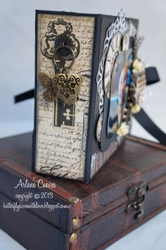 Mini Album by Butterfly Kisses Scrapbook Cover, Vintage Scrapbook, Mini Scrapbook Albums, Papel Scrapbook, Round Robin, Mini Albums Scrap, Mini Album Tutorial, Mini Photo, Album Book