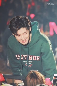 He's so beautiful.I love him so much.my baby plz come back. Days are getting darker. Chanwoo Ikon, Kim Hanbin, Yg Trainee, Ikon Kpop, Ikon Wallpaper, Double B, Band Pictures, Korean Celebrities, Yg Entertainment