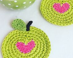 Crochet Apple Coasters - Apple Coasters with Pink Heart - Wedding Gift - Housewarming Gift - Rustic # small Weddings Green Apple Coasters with Pink Heart - Crochet Coasters - Coasters for Teacher - Small Wedding Gift - Housewarming Gift Crochet Kitchen, Crochet Home, Crochet Gifts, Cute Crochet, Crochet Teacher Gifts, Crochet Apple, Etsy, Crochet Projects, Wedding Gifts