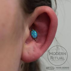 The Faratà is the one of the new designs from Anatometal, and Reba found the perfect spot for it in this fresh conch piercing. #modernritual #anatometal #farata #conchpiercing #whitegold #blueopal #canton #cantonoh #cantonohio #jacksontownship...