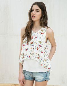 Camisa estampada cruzado delantero. Descubre ésta y muchas otras prendas en Bershka con nuevos productos cada semana