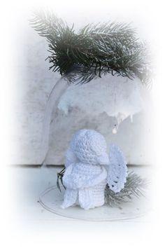 Een gratis Nederlands haakpatroon van een zittend engeltje. Haak dit lieve engeltje voor de kerst of voor iemand als beschermengeltje. Lees snel verder!