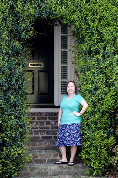 Lularoe Classic T and Azure - the perfect pair! The Azure, an A-line knee length skirt is perfect for spring and summer! Loved seeing all these beautiful houses in Charleston. #LularoeKimHudson #Lularoe #LularoeAzure #LularoeClassicT #Charlestonphotos #alineskirt #springskirt #kneelengthskirt