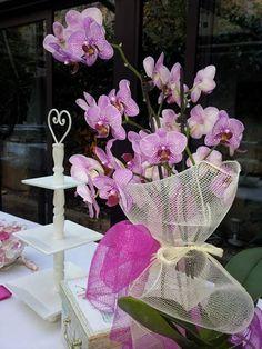composizione floreale, con nastrino bianco